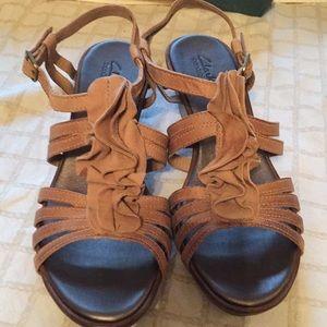 Clarks Shoes - Clark Lucia Resort beige size 9N